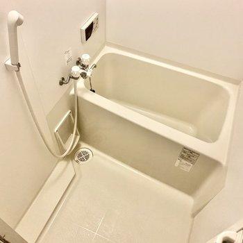 追い焚き付き。お湯はりボタンがあるので湯をはる際は温度調整が簡単です。