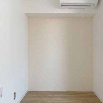 【洋室3.8帖】ここは寝室かな〜(※写真は2階の同間取り別部屋のものです)