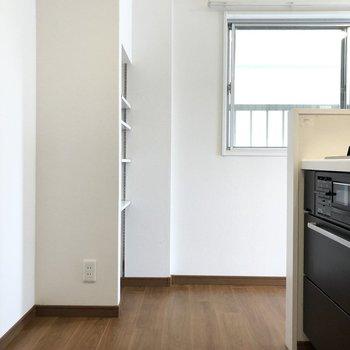 【LDK】冷蔵庫はキッチンの後ろに置けます。