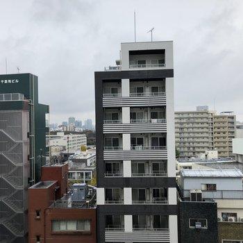 バルコニーから見た風景。8階なので眺望もいいんです。