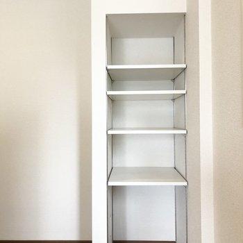 【LDK】こちらも収納があり、食器などを保管するといいかも。