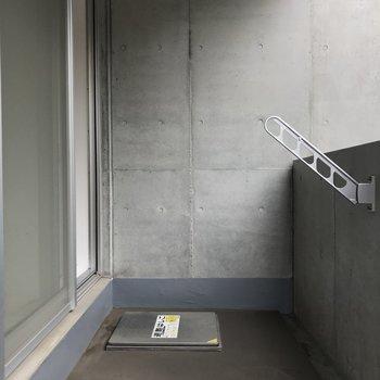 バルコニーです。しっかり干せます。※写真は3階の同間取り別部屋のものです