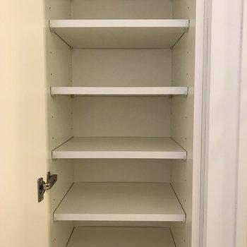 靴箱 兼 雑貨入れはこちら。※写真は3階の同間取り別部屋のものです