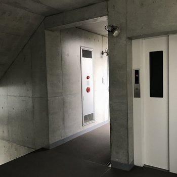 疲れたときにはエレベーターを。