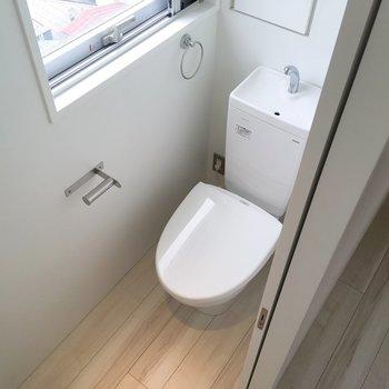 トイレは居室直結です。消臭はしっかりしましょう。※写真は8階の同間取り別部屋のものです