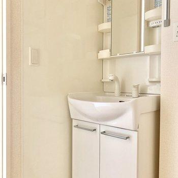 シンプルな洗面台です○