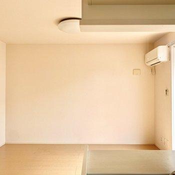 やさしい色味の空間です。カーテンやカーペットでアクセントを付けるのも○