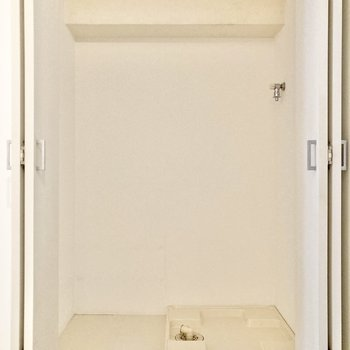 【洋室4帖】左側は洗濯機置き場でした。左横にはラックなどが置けそう。