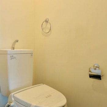 ウォシュレットつき! ※写真は4階の同間取り別部屋のものです。前回募集時のものです。