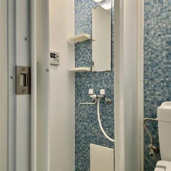 浴槽はなく、シャワールームのみです。