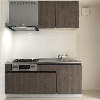 キッチンは収納が多いのでキレイに整理整頓したいですね。