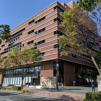 近くには西南学院大学キャンパス。