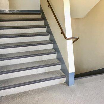階段は幅があるので沢山お買い物しても余裕ある!