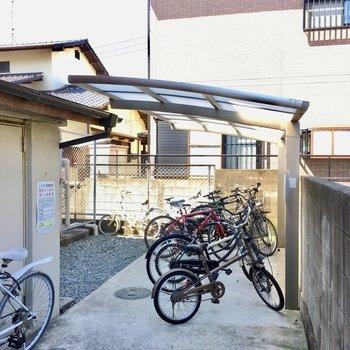 駐輪場がありました!ゴミ置き場も敷地内にありますよ。