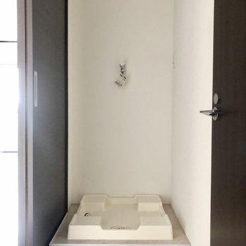 反対側に洗濯機置き場です。