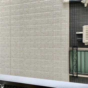 眺望は隣の建物。通行人に覗かれる心配が少ない!