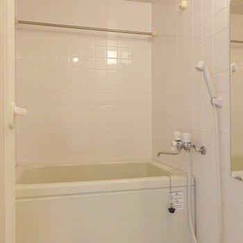 お風呂は浴室乾燥機付き。(※写真は5階の同間取り別部屋のものです)