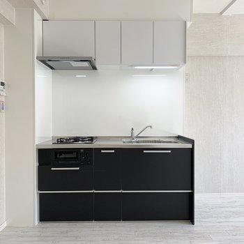 新しいシステムキッチンです。(※写真は2階の同間取り別部屋のものです)