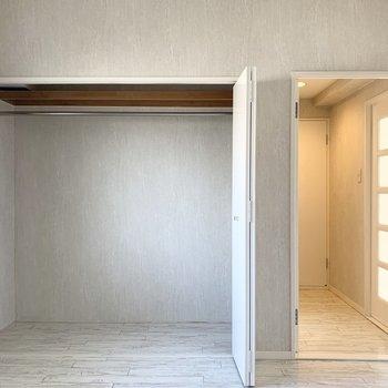 【洋5】大きく開いて大容量です。(※写真は2階の同間取り別部屋のものです)