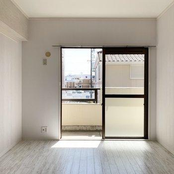 【洋6】こちらは6帖の洋室でした。(※写真は2階の同間取り別部屋のものです)