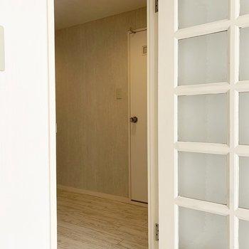 さて、廊下に出てみましょう。(※写真は2階の同間取り別部屋のものです)