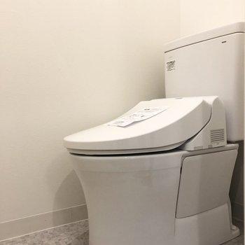 トイレには温水洗浄機能も付いているんです。