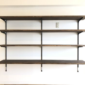 棚があるので、花瓶や、本などの小物を置いてもいいかも。
