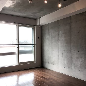 天井もコンクリートです。