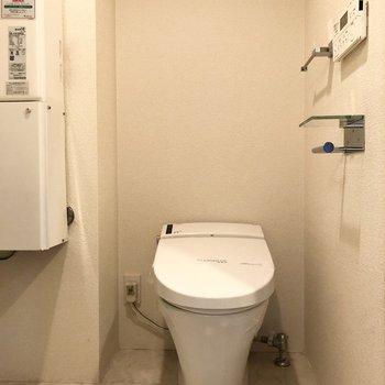 サニタリーにトイレがあります。お掃除が便利になりそうですね。