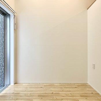 壁寄せで家具が置きやすい。(※写真は1階同間取り別部屋のものです)