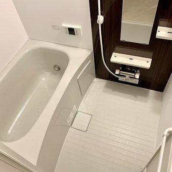 追い焚き、浴室乾燥機、サーモ水栓!(※写真は1階同間取り別部屋のものです)