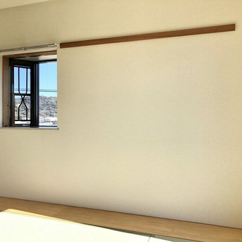 和室にも長押が!洋風な窓もありますね。