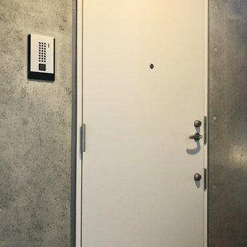 玄関扉もお洒落。