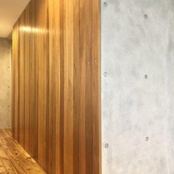 ここの壁の感じ、個人的にすごく好きです……!※写真は3階の同間取り別部屋のものです