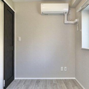【洋室②】エアコンも設置済です。