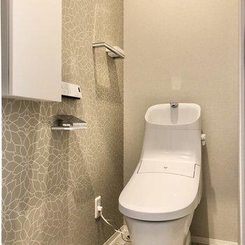 トイレはスタイリッシュなデザイン。