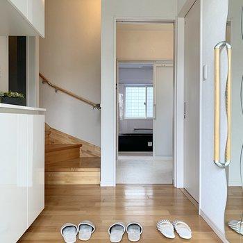 玄関も広いのでみんなで一斉に靴履いたりできますよ〜!