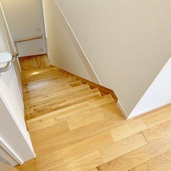 階段を降りて1階、水回りへ。
