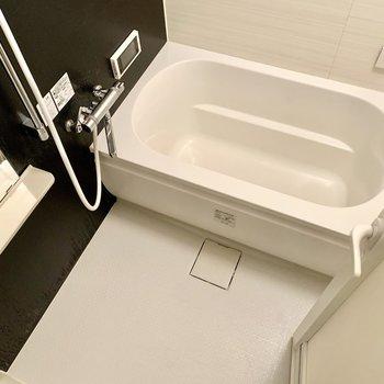 サーモ水栓で温度調整らくらく。TV付き。