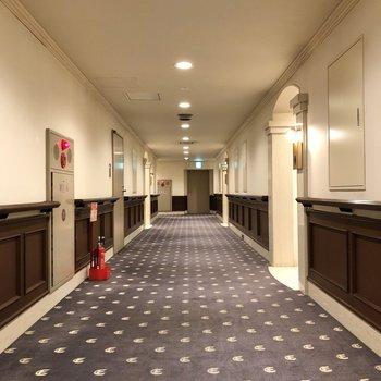 お部屋の前はホテルライクでとても落ち着いた雰囲気。