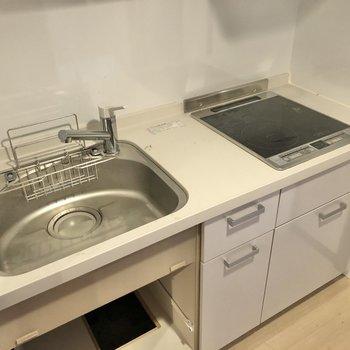 お掃除がしやすいIH、同時調理もできる2口コンロです。