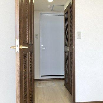 一度居室に戻り、サニタリールームへ。※写真は5階の同間取り別部屋のものです