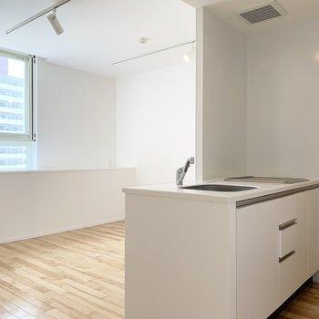 細部の素敵な充実設備のお部屋です。(※写真は8階の反転間取り別部屋のものです)