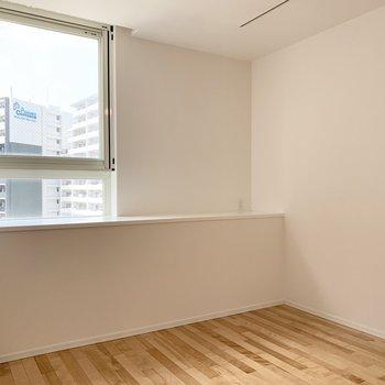 この出っ張りと窓が素敵◎何を飾りましょう?(※写真は8階の反転間取り別部屋のものです)