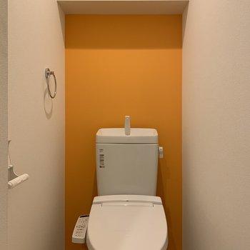 トイレもオレンジ。