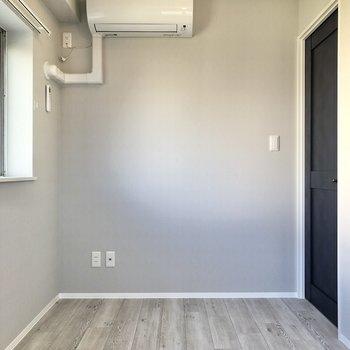 【洋室①】エアコンも設置済です。