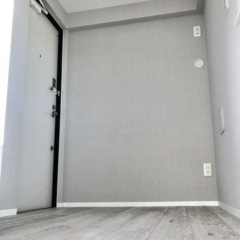 上がりきると、左になにやらドアが。後で開けてみましょう。