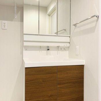 きれいな独立洗面所(※写真は6階の同間取り別部屋のものです)