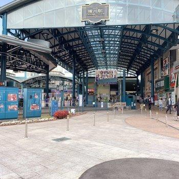 最寄り駅には100円ショップやパン屋さん、ドラッグストアが隣接していて便利!