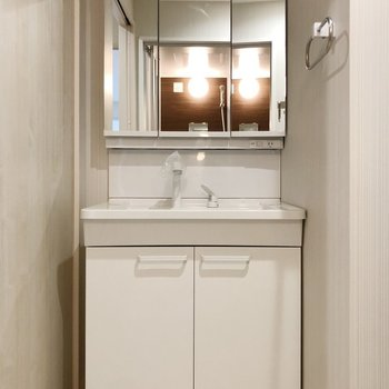機能性+清潔感を兼ね備えた洗面台は魅力的〇(※写真は2階の反転間取り別部屋のものです)